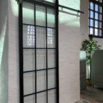 Pivot Tür aus Glas und Stahl in Berlin