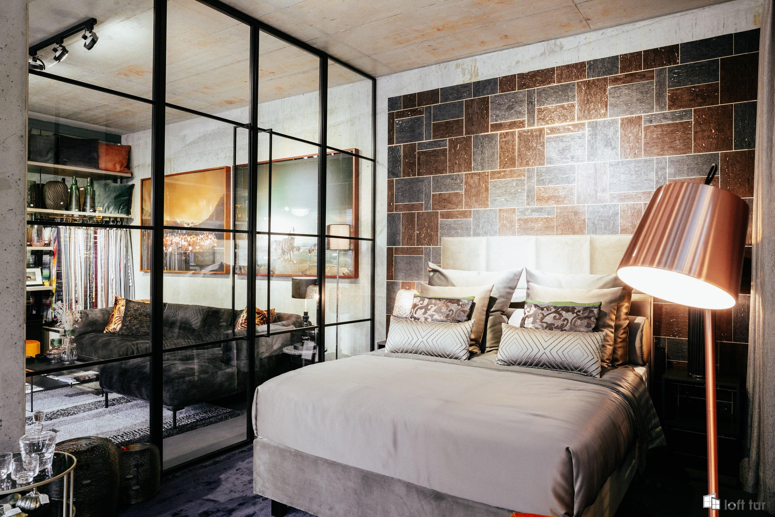 Raumtrenner mit Tür für Schlafzimmer und Wohnzimmer / Glastrennwand